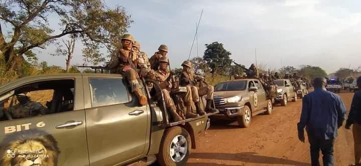 RCA: la mitrailleuse du blindé pointe en direction de Bangui