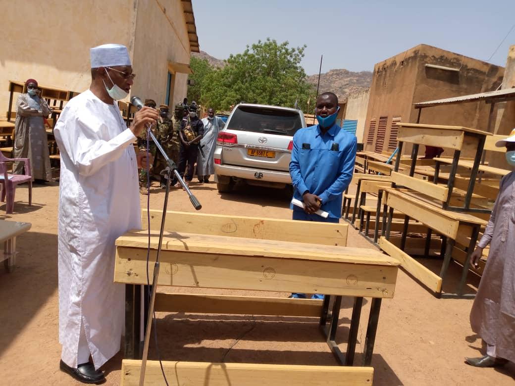 1 000 table-bancs à la délégation de l'éducation nationale et de la promotion civique du Guéra