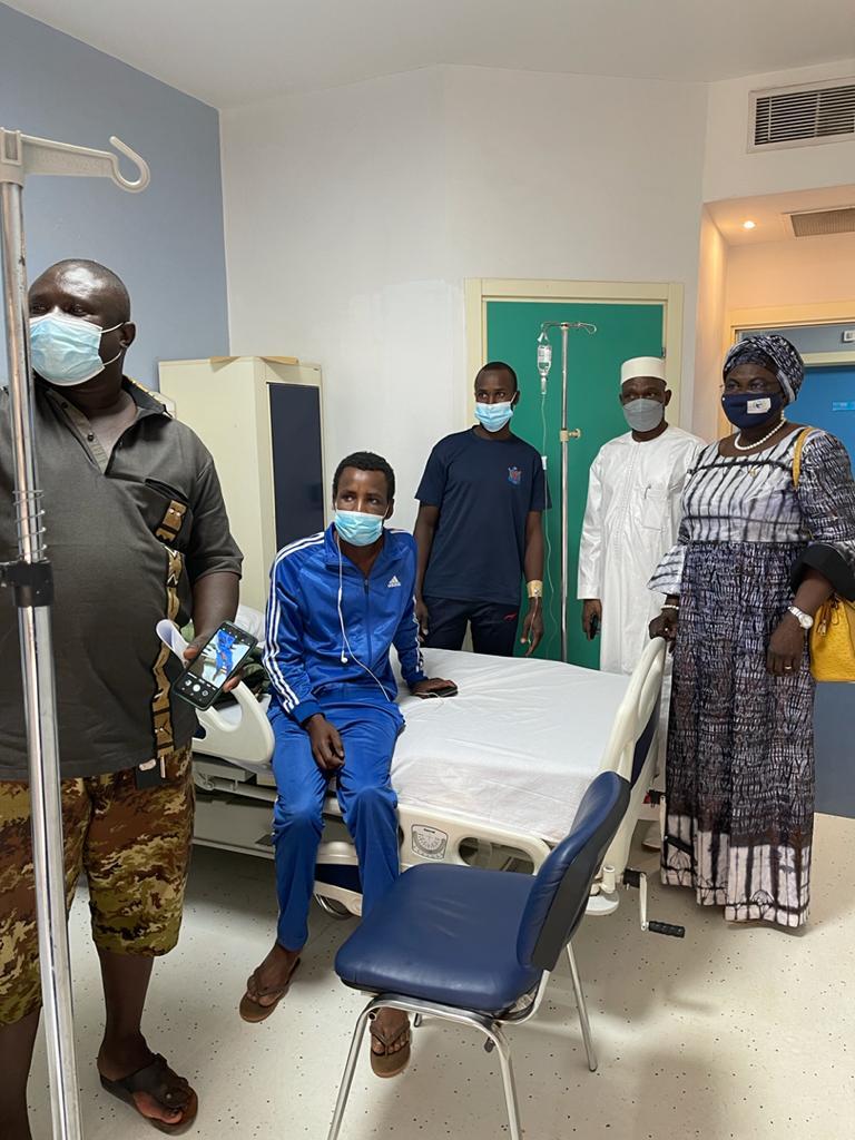 Mme Kalzeubé Neldikingar Madjimta au chevet des soldats tchadiens blessés au Mali