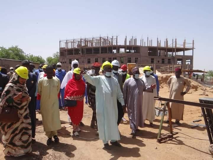 Le ministre de la Communication visite le siège en construction de l'ATPE