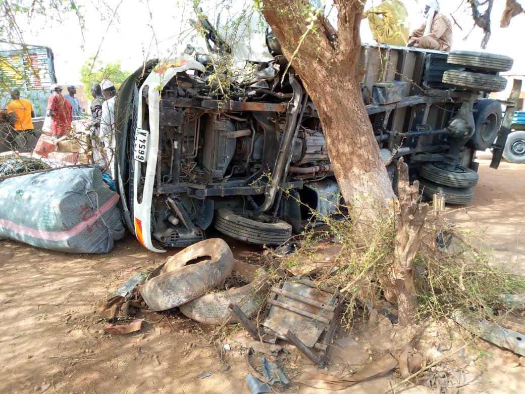 Accident de voies publiques: un camion  des marchandises percute un arbre