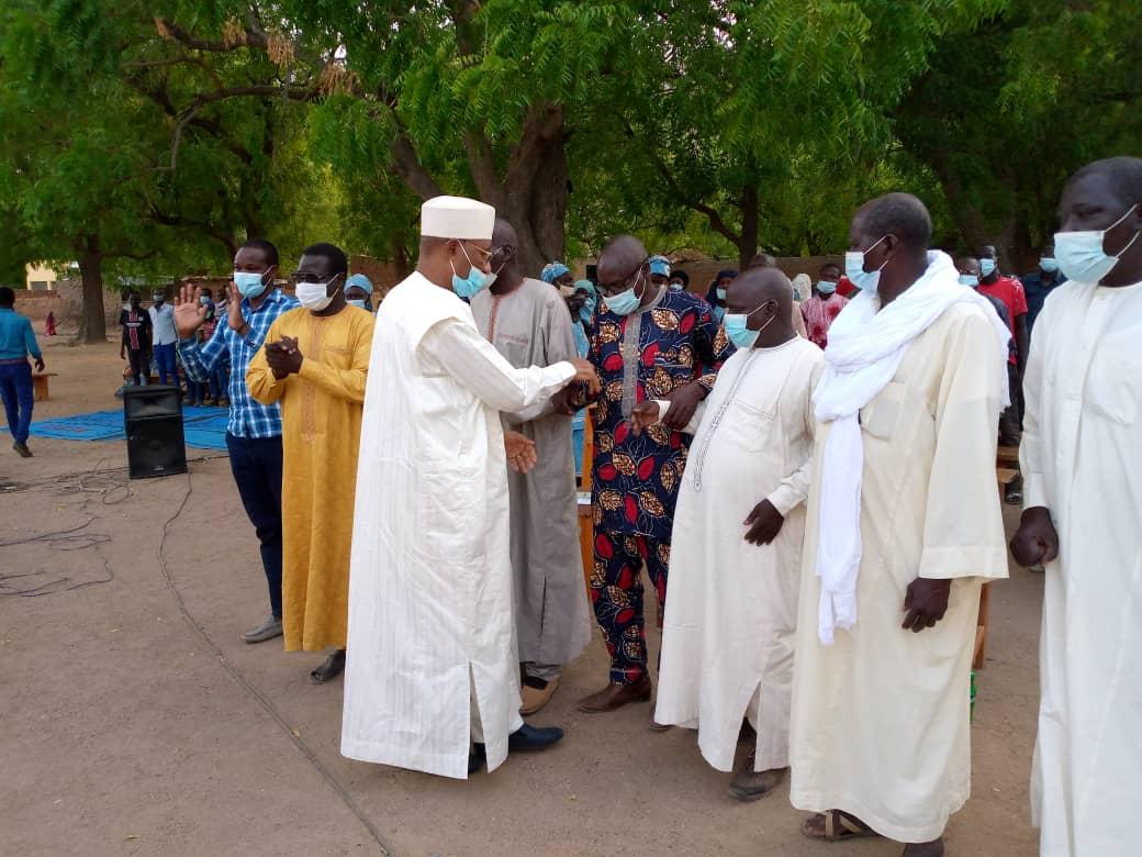A Mongo, le gouverneur Adago Yacoub aux côtés des fidèles chrétiens de l'Assemblée Évangélique pour une prière pour la paix