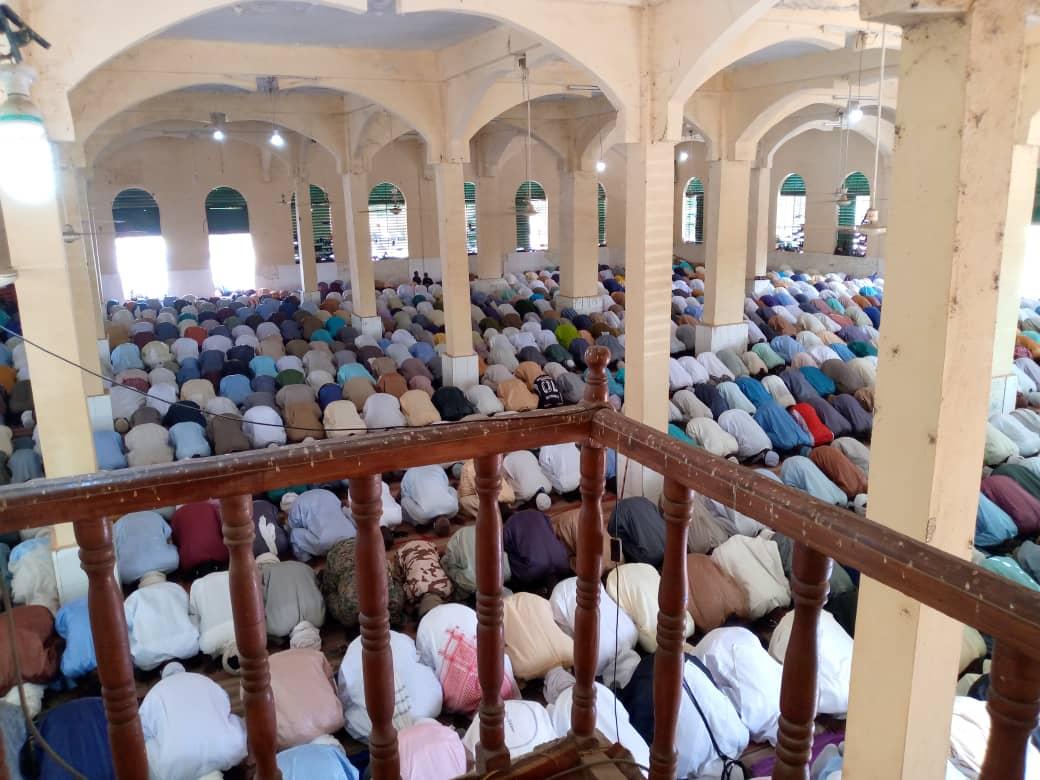 Une grande prière à la grande mosquée de Mongo à l'occasion de l'Aïd-el-fitr