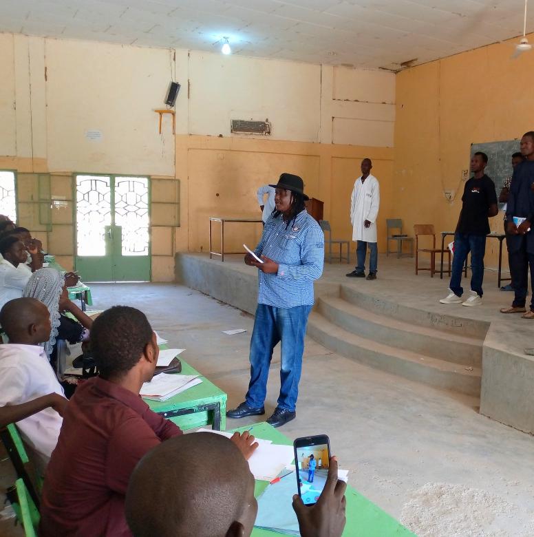 L'artiste Abdoulaye Nderguet est à l'université de Mongo
