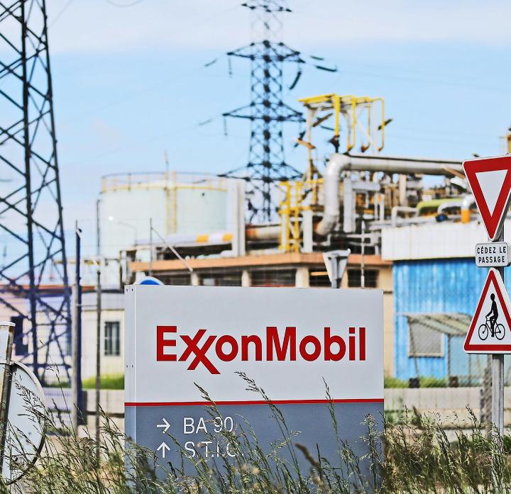 Vente des actifs d'ExxonMobil : faut-il croire à la rencontre entre le ministre de la Fonction publique et la PDG d'Esso ?