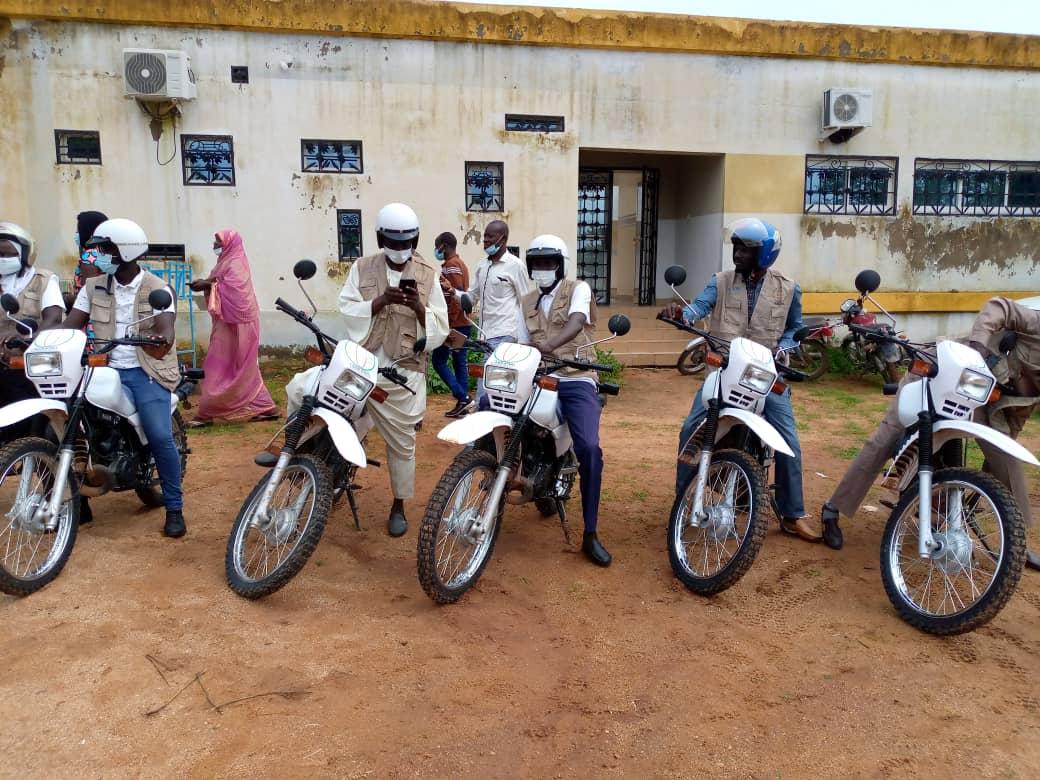 Un don en motos de l'UNICEF à l'association ASRAD