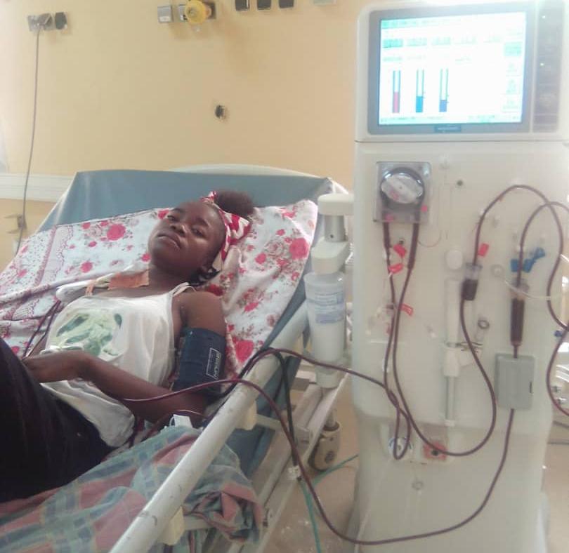 Malade d'insuffisance rénale chronique terminale depuis 2 ans, Dénébeye Orpha, malgré son état décroche le baccalauréat avec mention assez-bien