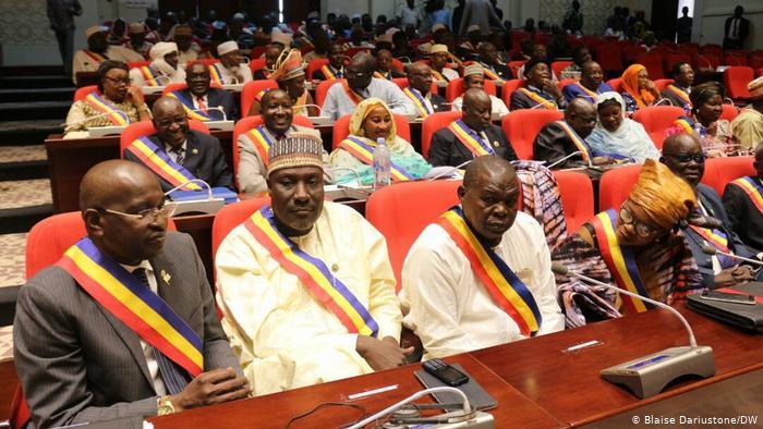 Au palais de la démocratie : la 3ème législature  rend le tablier
